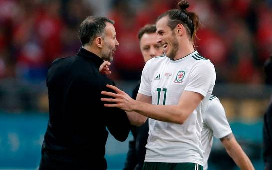 Ryan Giggs urges Gareth Bale to resist any interest from Manchester United and stay put at Real Madrid