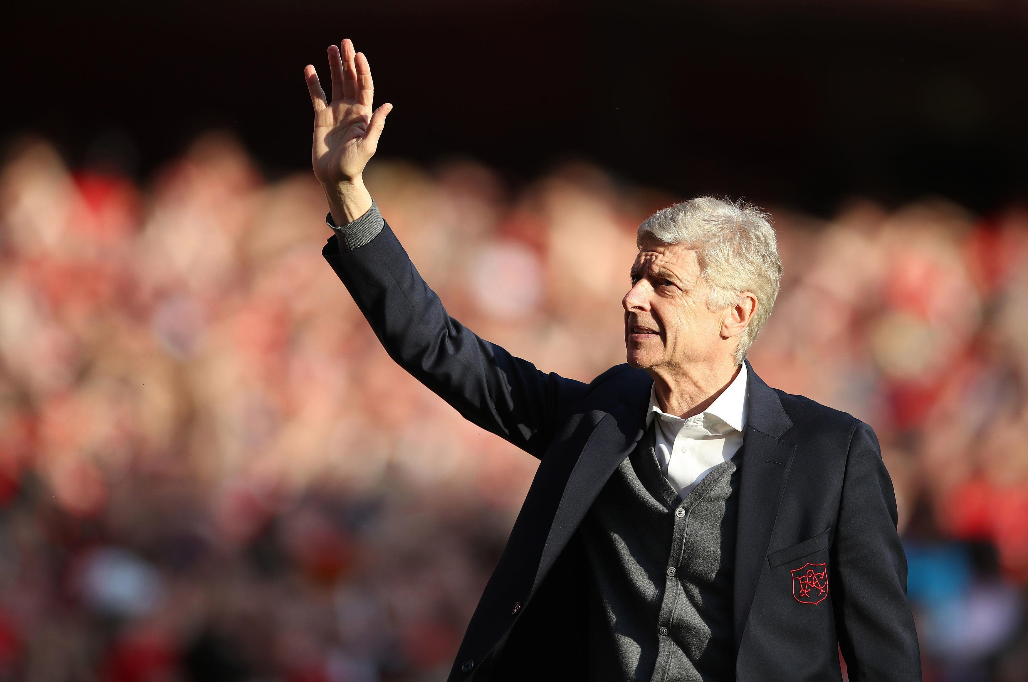 Arsene Wenger hints he would love to take over at Manchester united